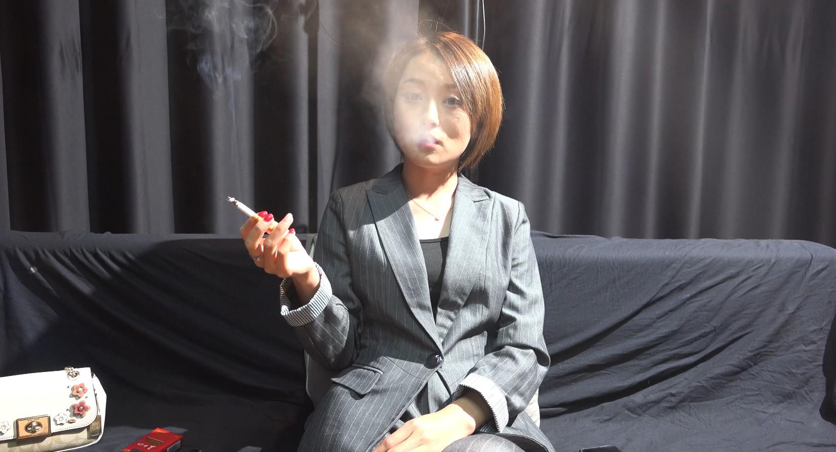 气质超好的小姐姐抽烟访谈第二集