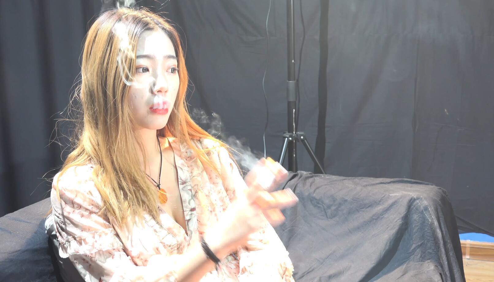 超极品美女佳佳琪黑丝高跟性感抽烟[MP4/1.71GB/度盘/GoogleDrive]