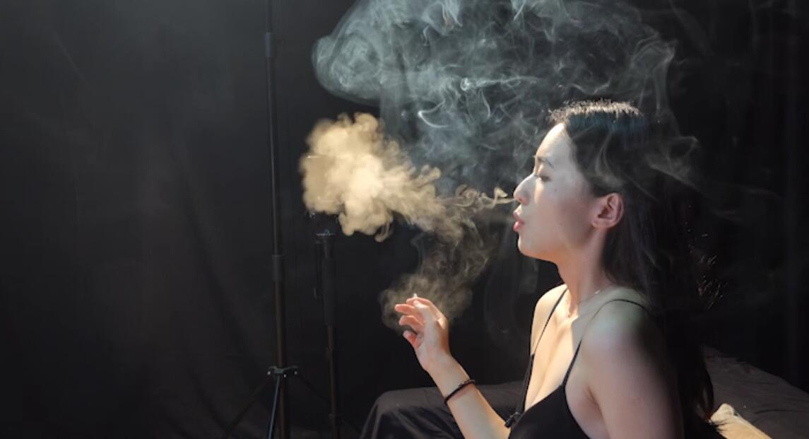 超极品大女神薄荷小姐姐抽烟实录超清完整版