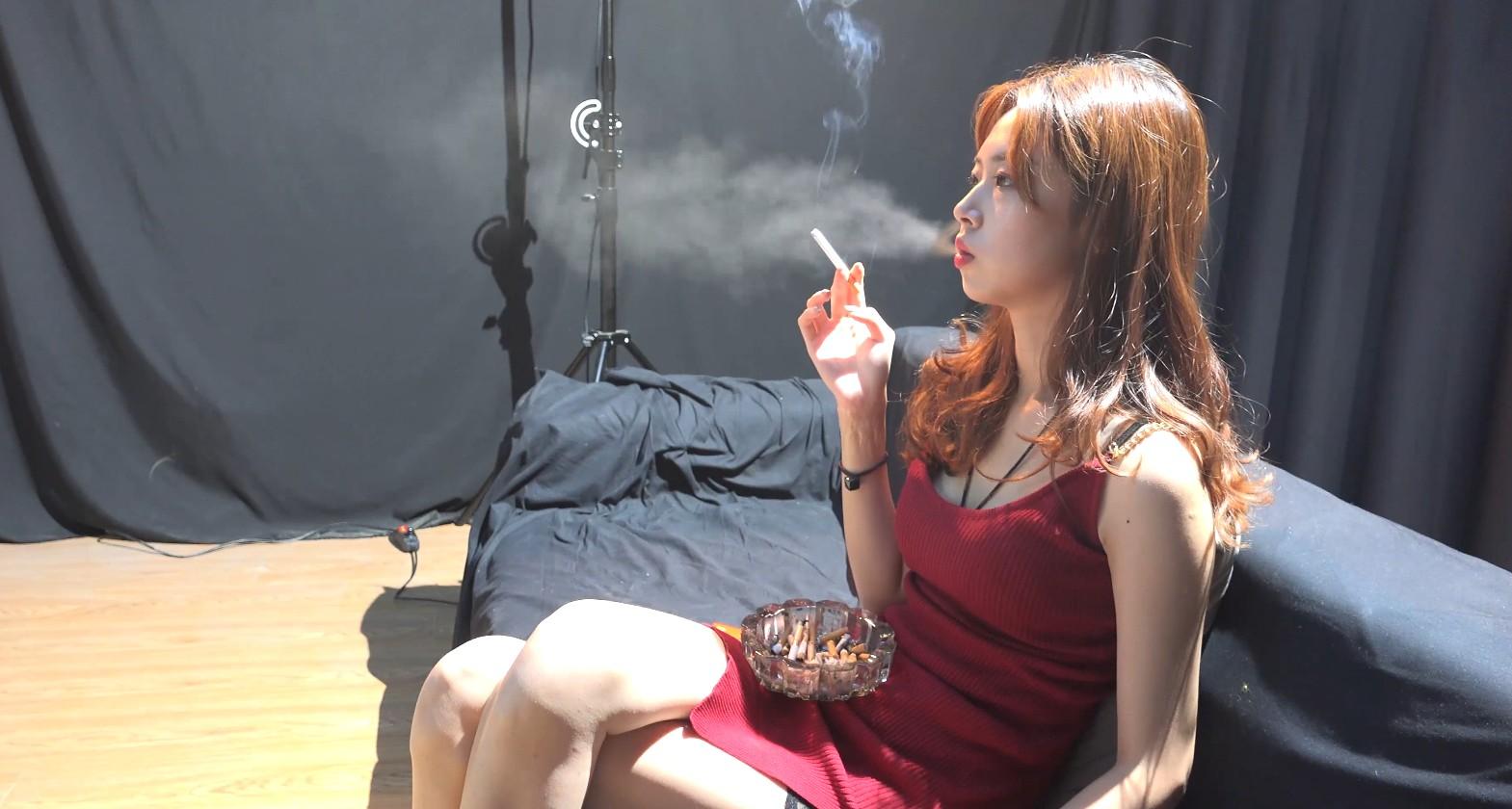 极品小姐姐吸烟