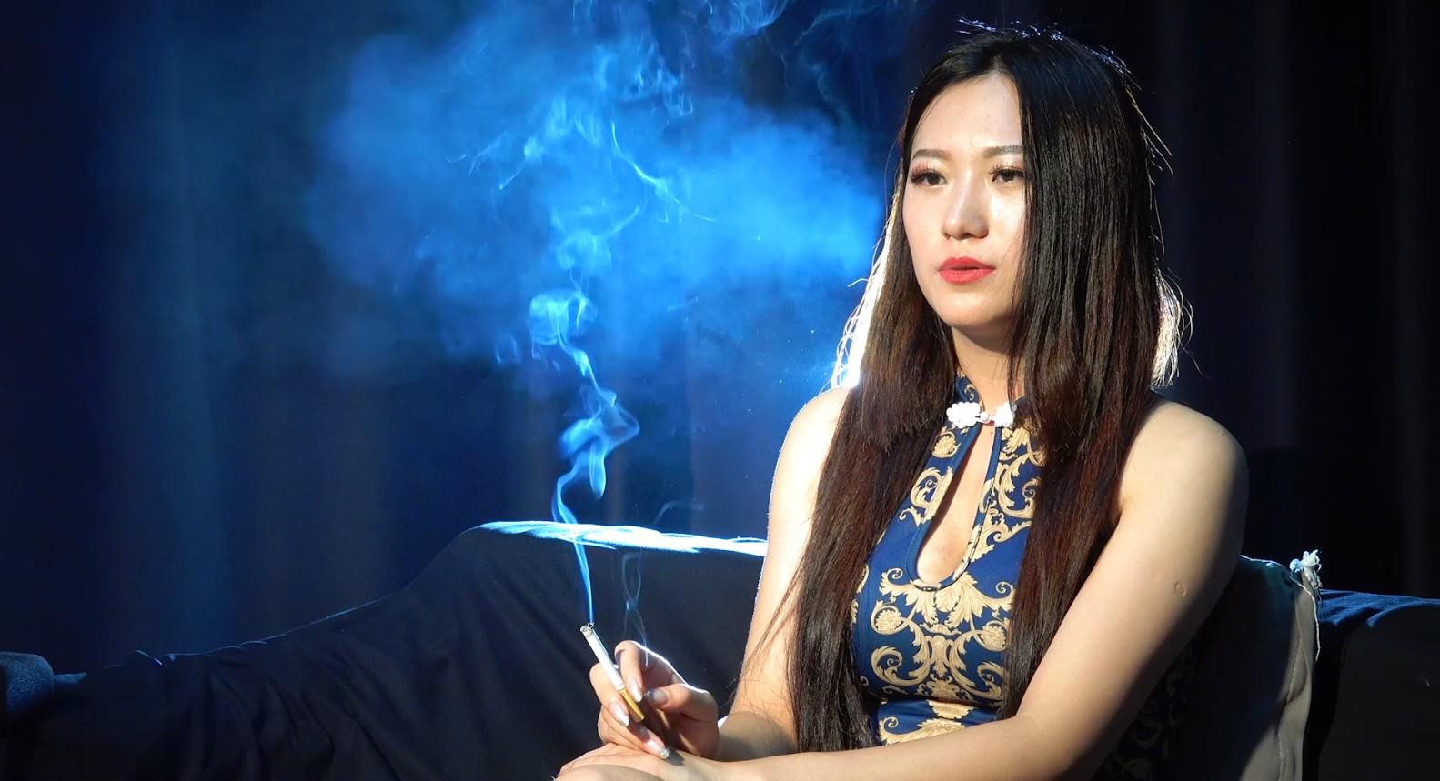 性感的旗袍美女抽烟[MP4/1.80GB/度盘/GoogleDrive]