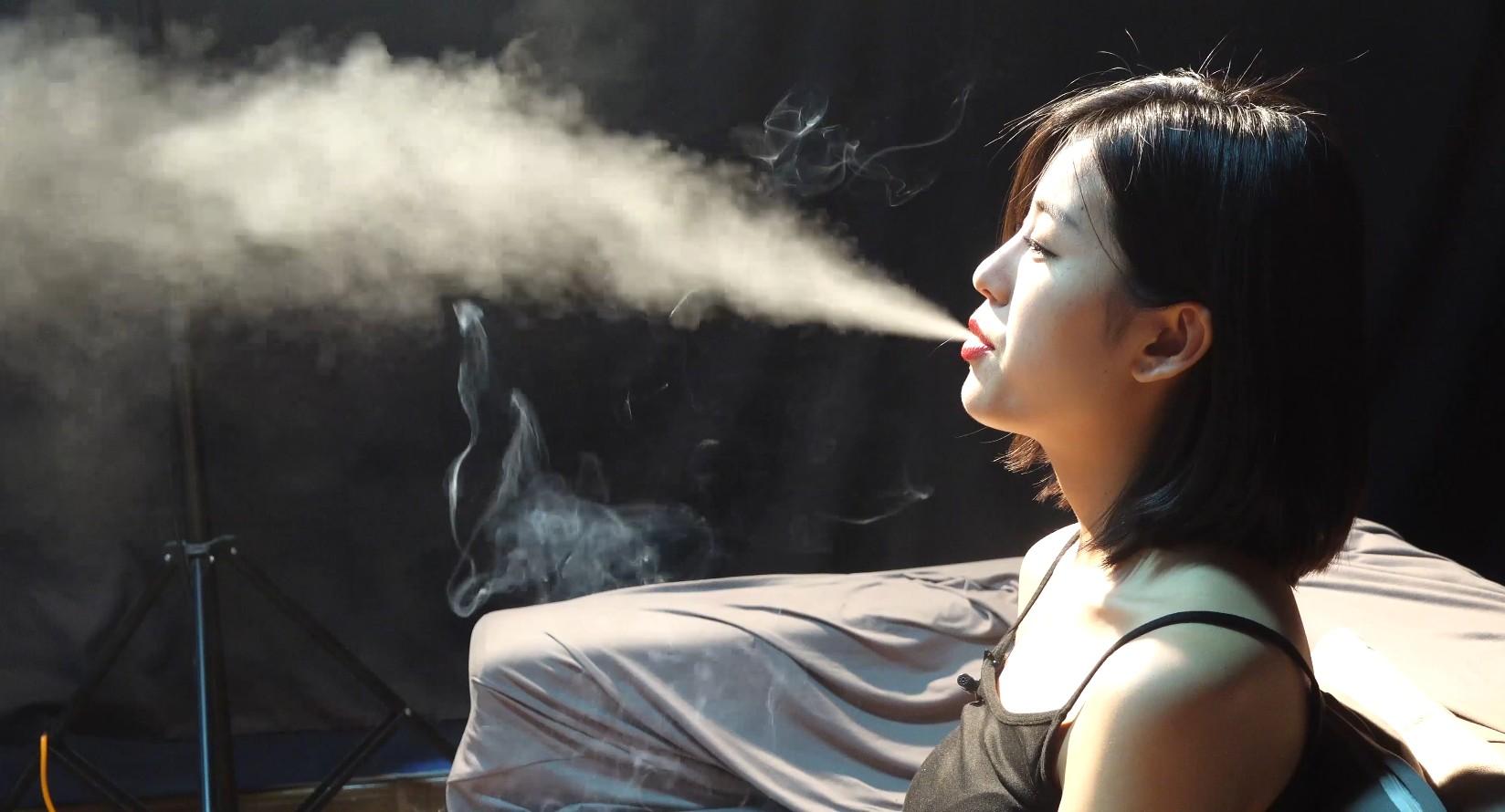 超极品美女抽烟