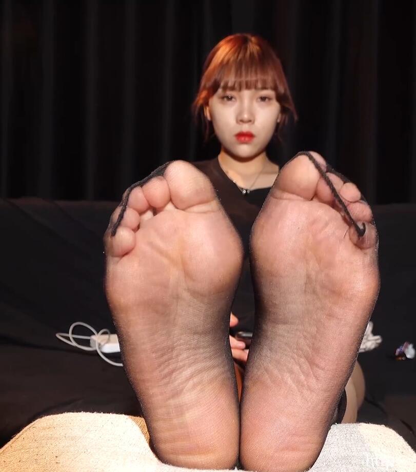 美女小姐姐的丝袜脚丫子真好看4K超清版
