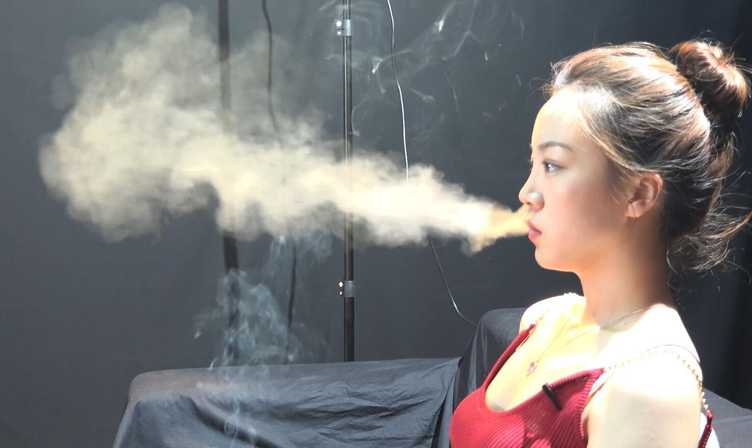 丸子头美女丝丝抽烟采访实录
