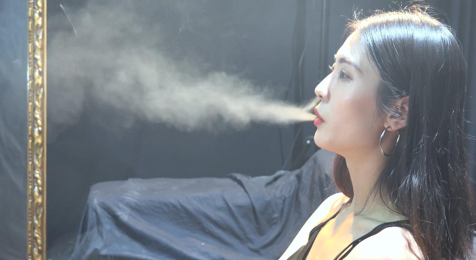 极品贵妇抽烟采访实录
