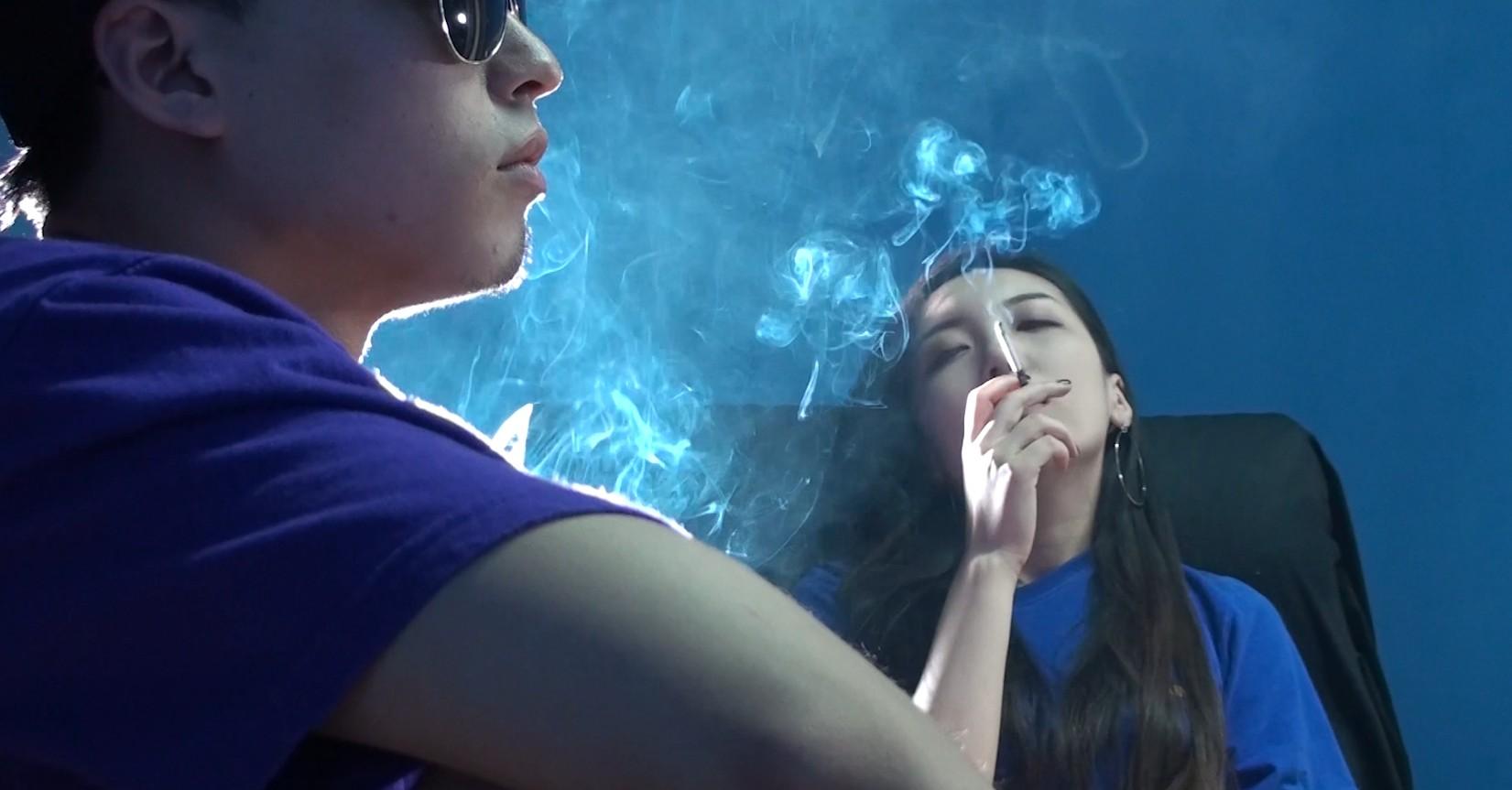 吸美女的二手烟一种什么样的体验?小伙:味道好极了![MP4/1.44GB/度盘/GoogleDrive]