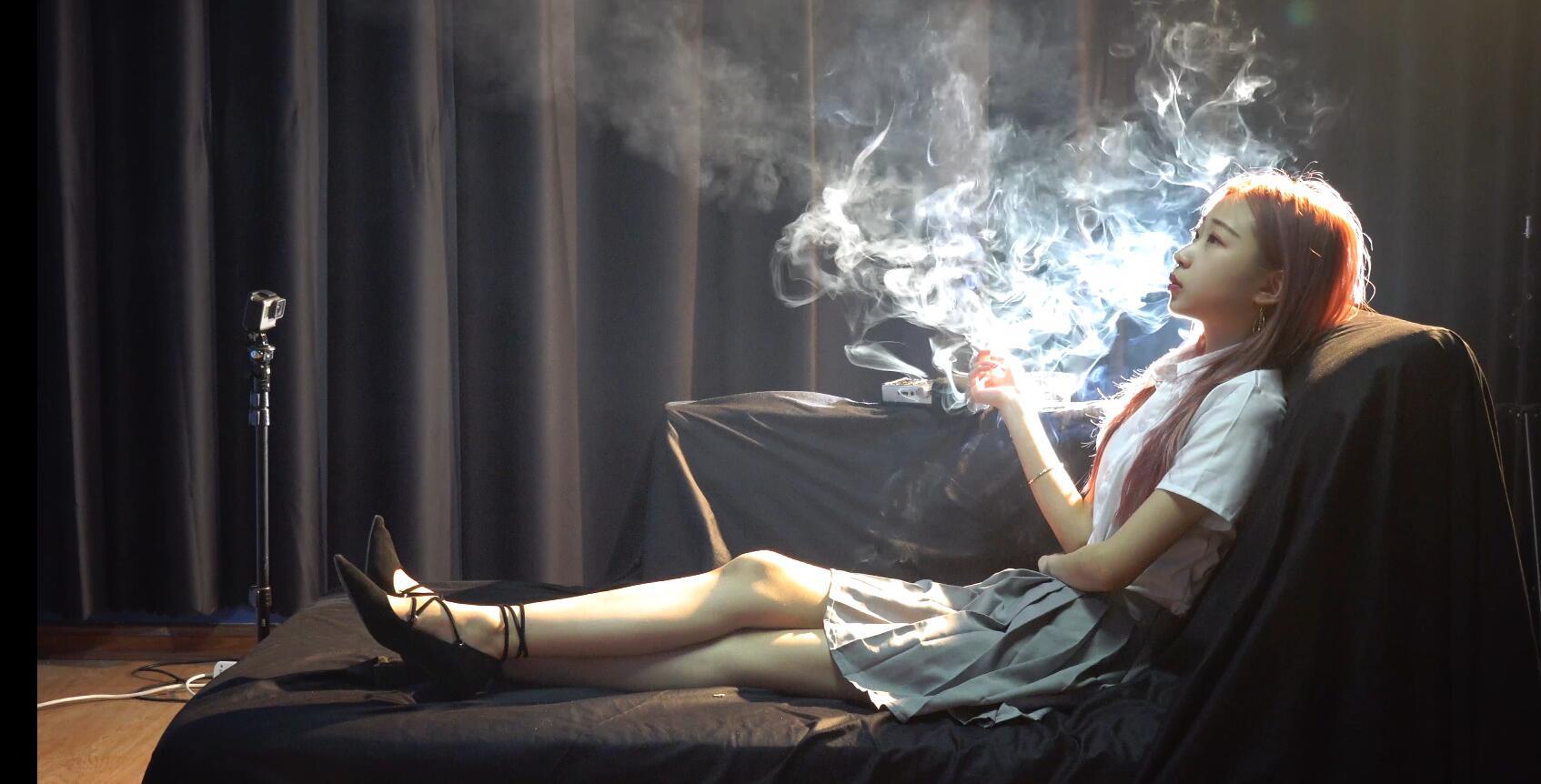 会抽烟的萌妹子。。。[MP4/1.37GB/度盘/GoogleDrive]