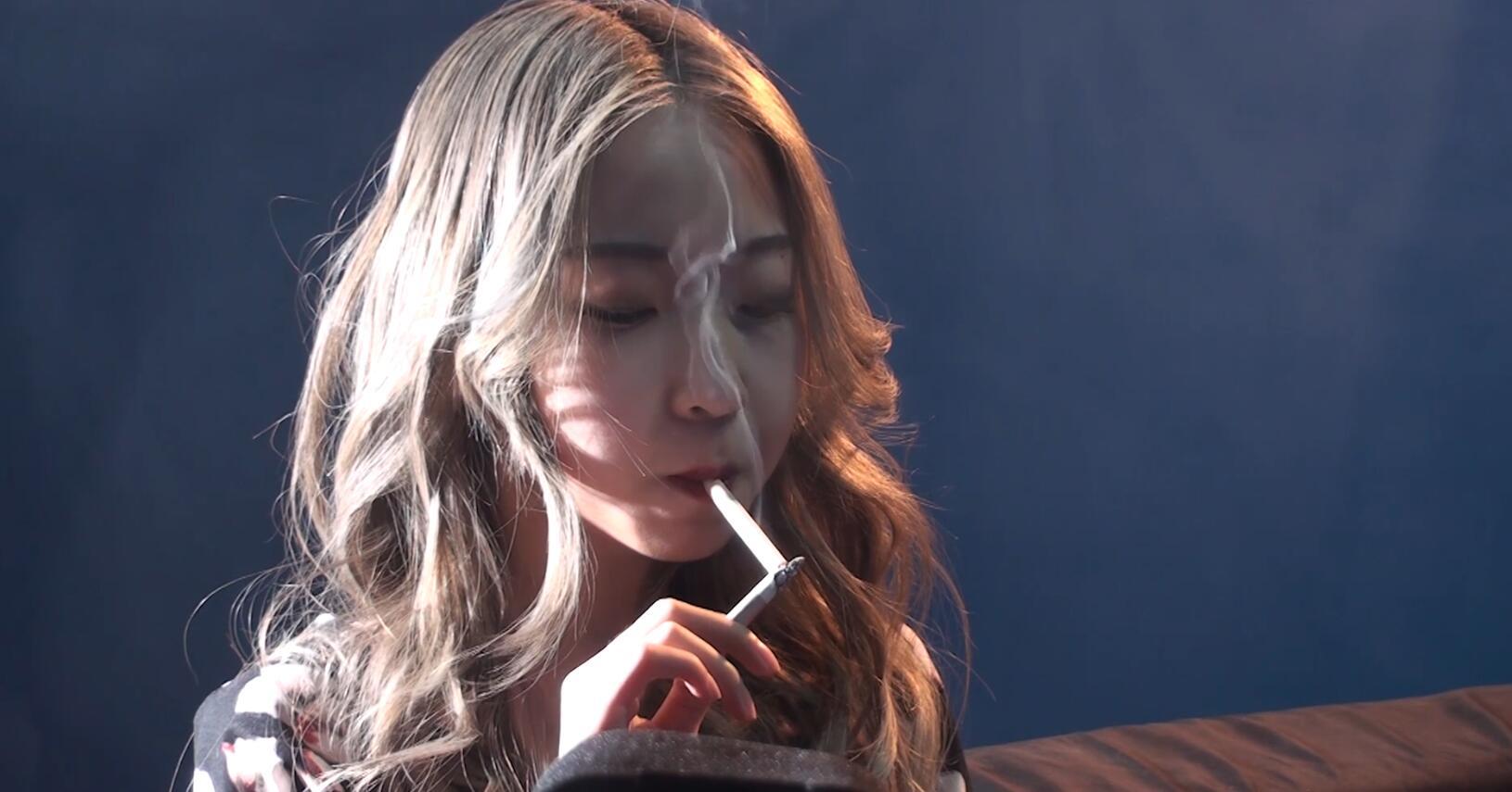 外表清纯可爱的小萌妹抽烟喜欢大回笼[MP4/1.23GB/度盘/GoogleDrive]