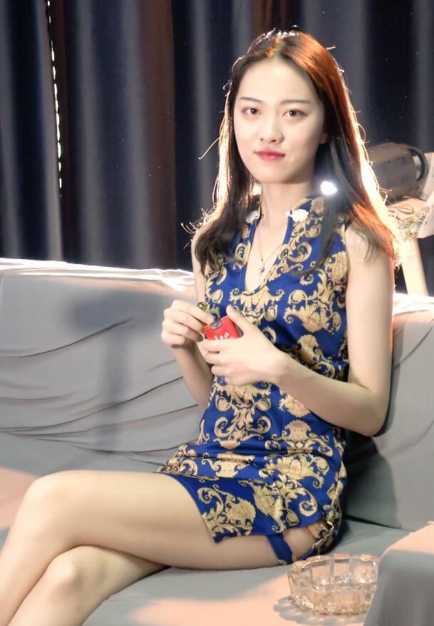 高挑旗袍美女抽烟实录[MP4/1.35GB/度盘/GoogleDrive]