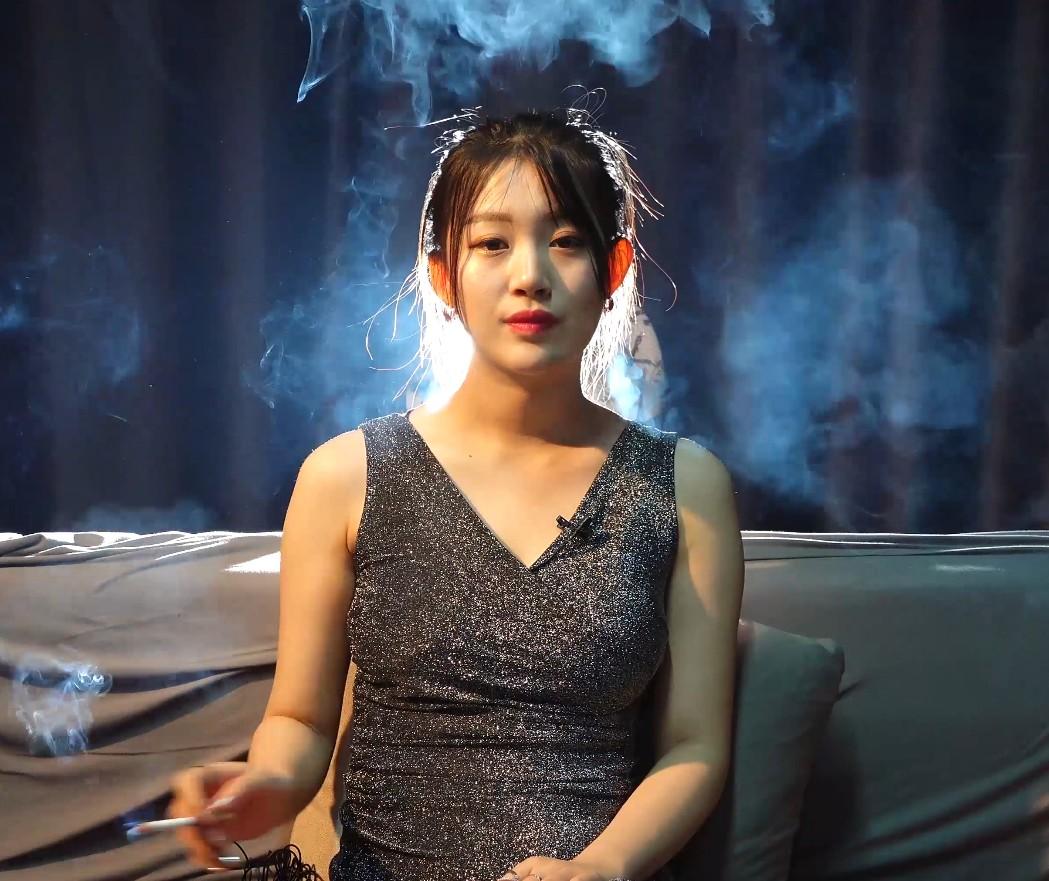 虎妞小姐姐高三学会抽烟到现在一天一包瘾不小了[MP4/1.24GB/度盘/Dubox]