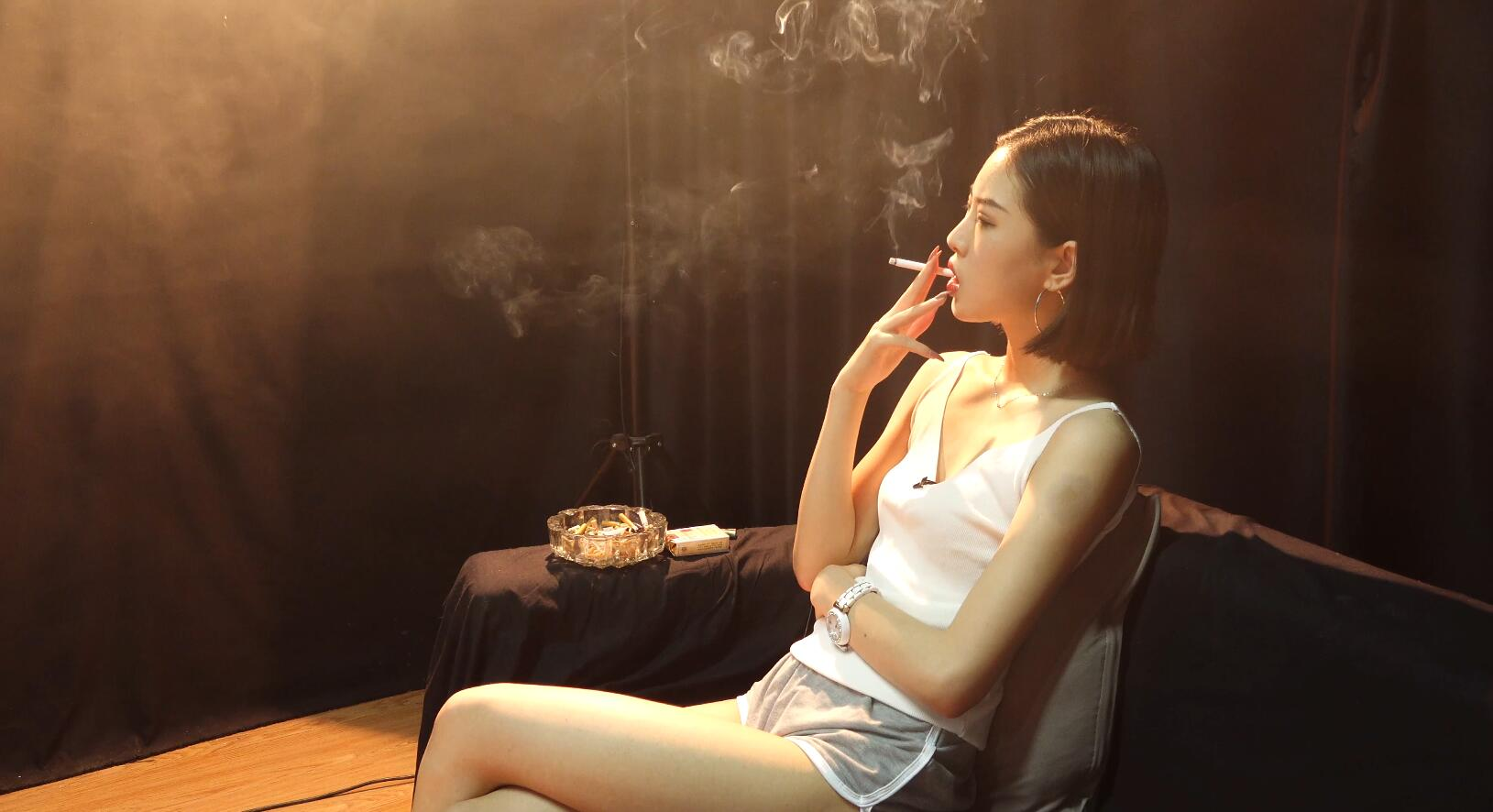 极品萌妹子拽气抽烟[MP4/1.25GB/度盘/GoogleDrive]