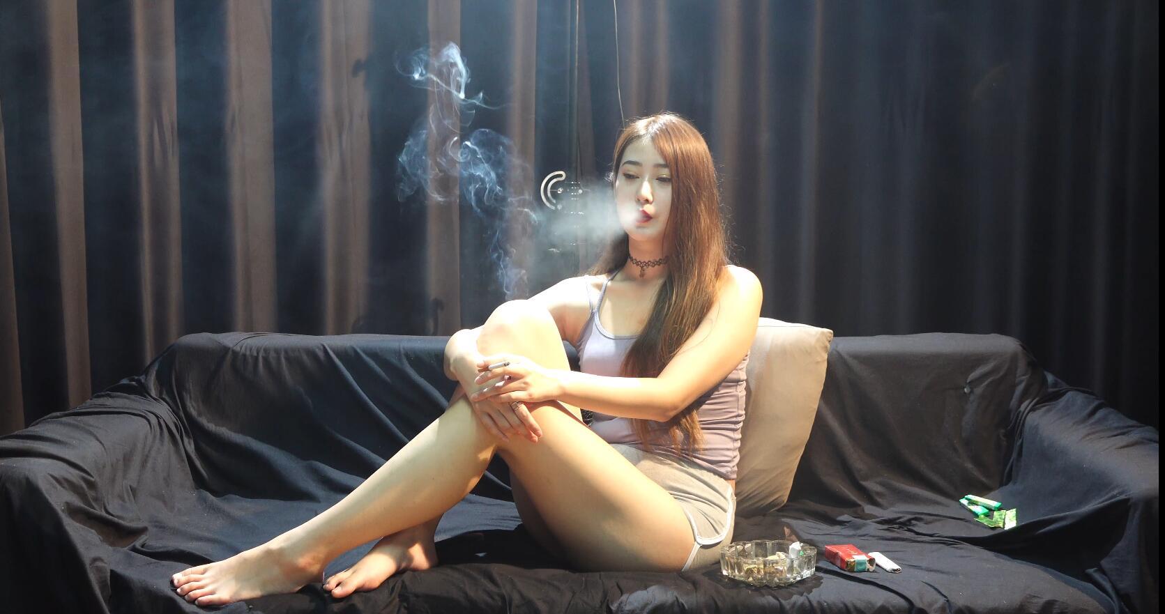 有好几年烟瘾的小姐姐自称很难戒了戒烟真的这么难吗?