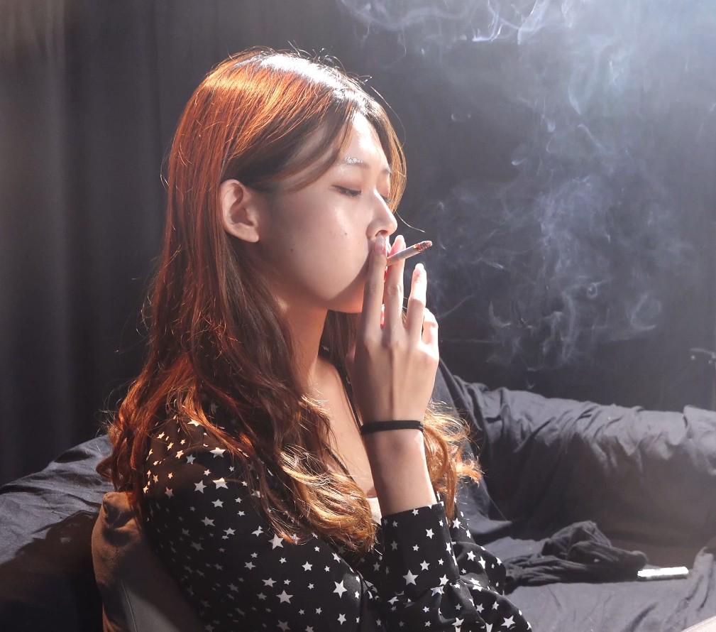 美女小姐姐抽烟采访实录第三集