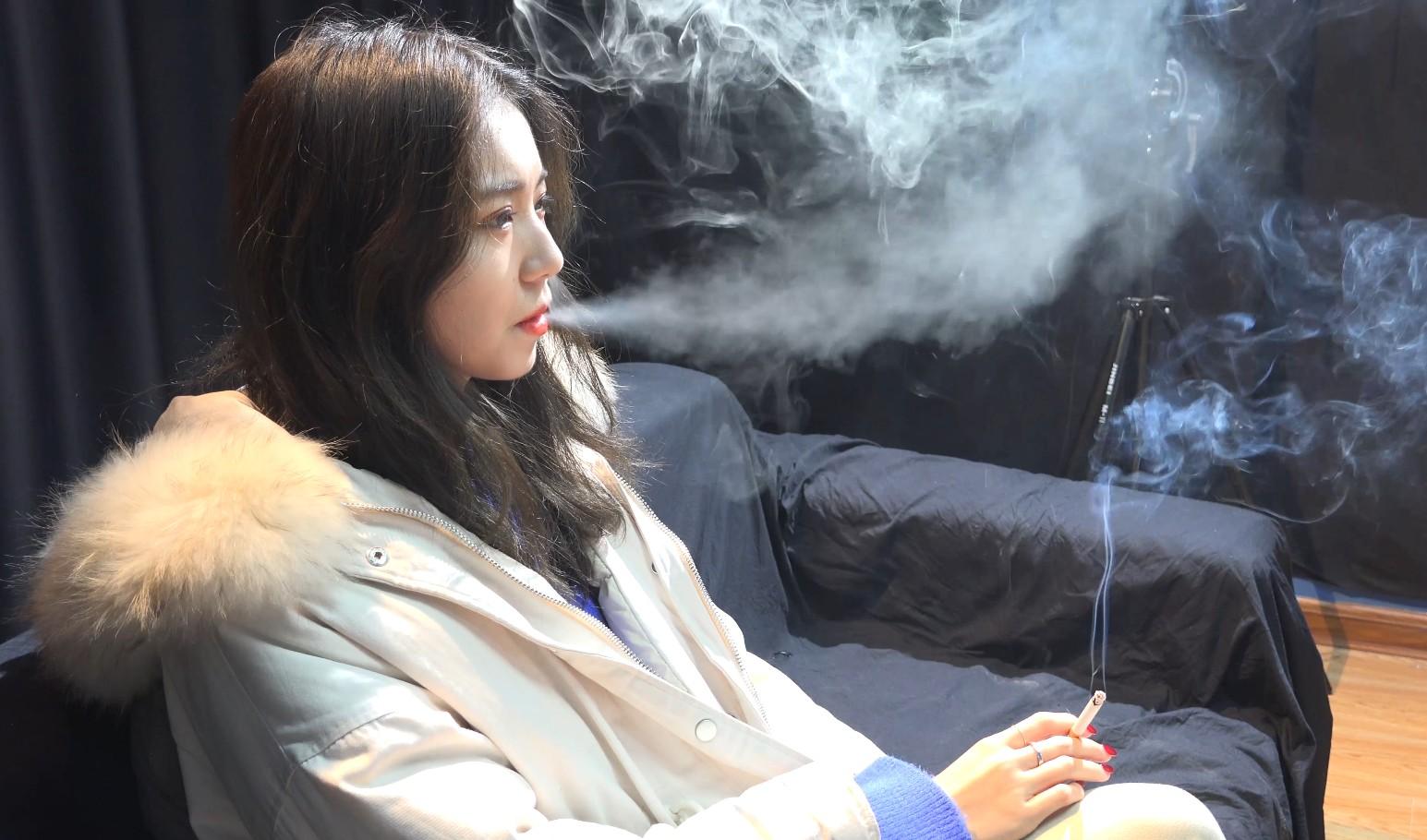小姐姐高二的时候学会的抽烟是因为高考压大吗?[MP4/2.89GB/度盘/Dubox]