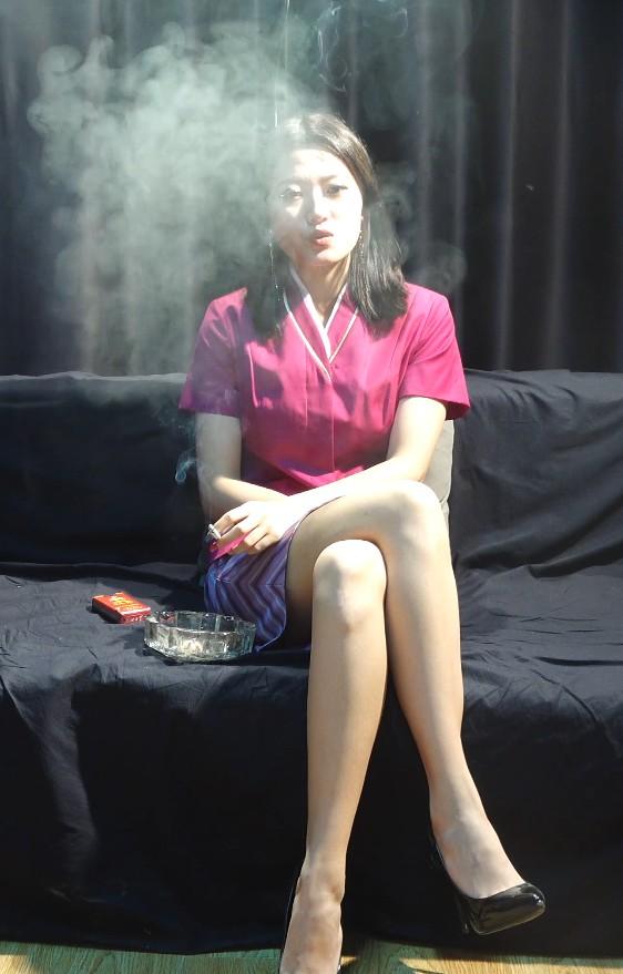 极品白丝袜女神小姐姐抽烟采访实录