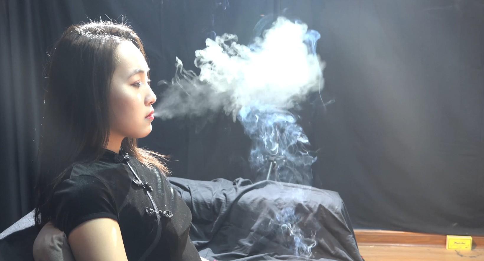 美女教师小姐姐抽烟采访实录