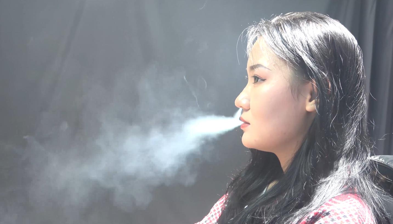 东北小姑娘抽烟采访实录