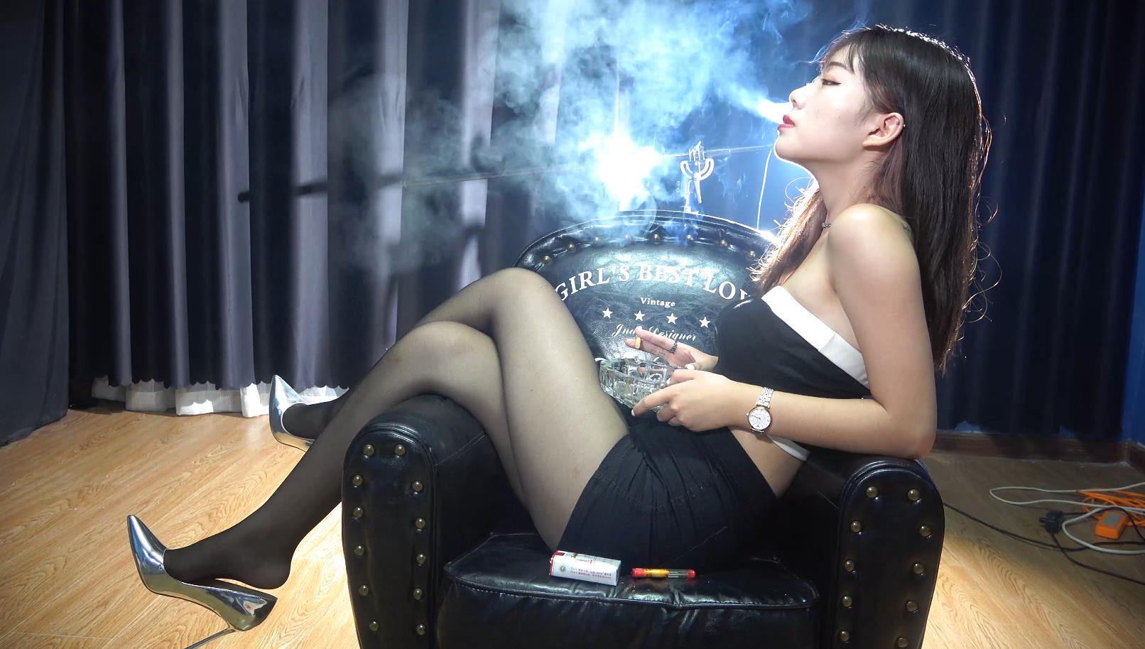 极品高跟黑丝妹性感抽烟(6根烟)