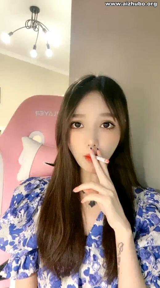 大美女烧酒吸烟直播录像