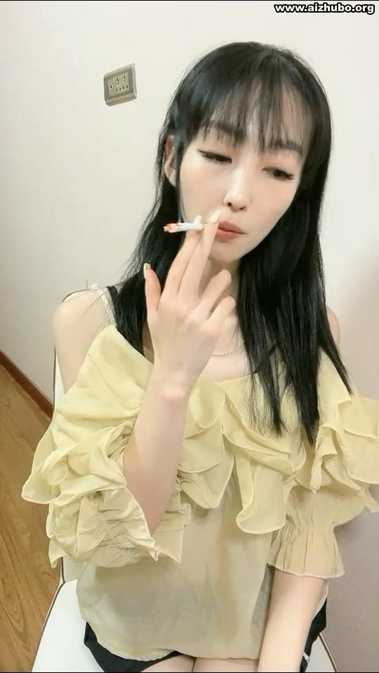 东北荔枝妹吸烟