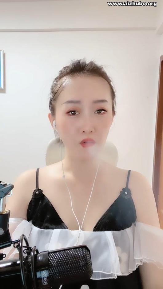 极品气质女白领直播唱歌吸烟